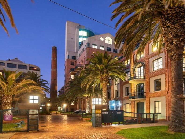 12a/9 Beach Street, Port Melbourne, VIC